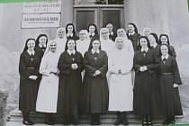 Květa Folprechtová společně se sestrami v Ročnově.