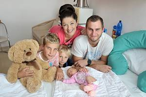 Sofie Fikejzová se narodila 17. 9. v 20.14 hodin. Vážila 3090 g a s rodiči Miluší a Radimem a bratry Dominikem a Tadeášem bude doma v Chocni.