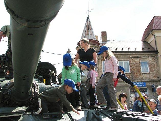 V Ústí vystavovala armáda bojovou techniku.