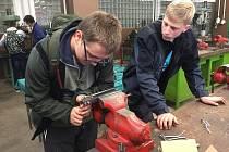 Technohrátky se tentokrát konaly v areálu opravárenského učiliště v Králíkách.