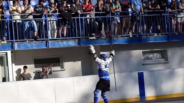 Po třetím zápase čtvrtfinále nebylo co řešit. Hokejbalisté Letohradu mohli slavit.