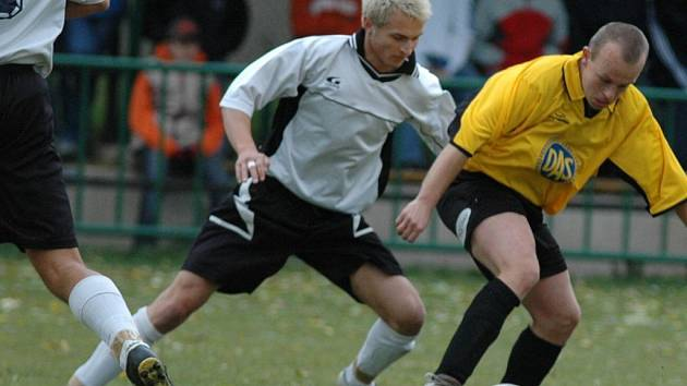 Dva okresní rivalové Libchavy a Ústí nad Orlicí B by měly v příští sezoně hrát v krajské I.B třídě, kam sestoupily po nevydařeném letošním ročníku v I. A třídě. Ilustrační foto.