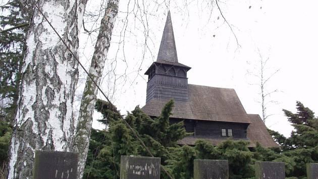 Nejznámější je v Dobříkově dřevěný kostelík.