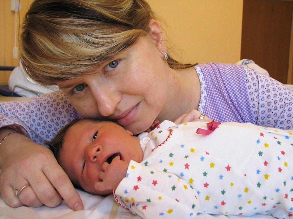 Anna Jiroutová je první radostí manželů Blanky a Davida Jiroutových z Ústí. Narodila se 20. ledna v 11.56, kdy vážila 3,34 kg.