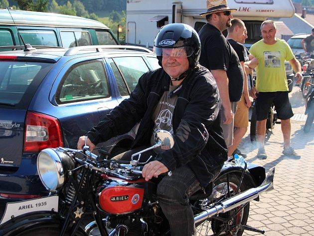 Do Jablonného nad Orlicí se sjeli majitelé motocyklů proslulé značky Ariel.