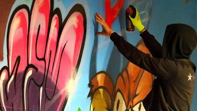 Nová graffiti v podchodu u Avionu v Ústí nad Orlicí.
