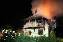 """Z požáru domu v ústecké zahrádkářské kolonii na """"Americe""""."""