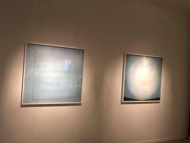 Z instalace obrazů Ludmily Jandové.