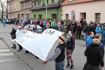 """""""Styďte se, hanba,"""" skandovali zaměstnanci loni při protestech před budovou, v níž sídlí vedení společnosti."""