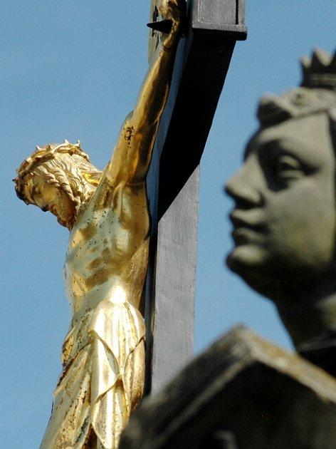 Velikonočním příběhem je inspirována i Kalvárie před českotřebovským kostelem.