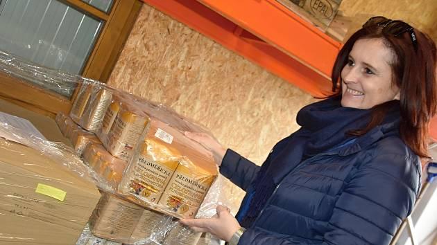 Potravinová banka Pardubického kraje se chystá na balíky potravin, které získají při Národní potravinové sbírce v sobotu 11. listopadu.