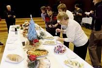 Z návštěvy delegace z polské Olawy v České Třebové, která mimo jiné nabídla ochutnávku polských vánočních specialit.