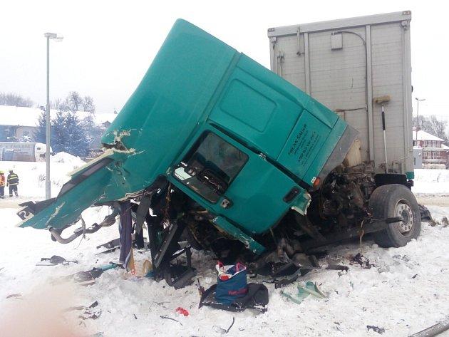 Nehoda vlaku a nákladního auta vLetohradu.