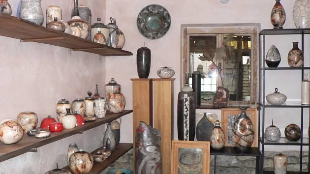 Den otevřených dveří v dílně jednoho z mála českých tvůrců japonské keramiky Raku, Michala Plíhala