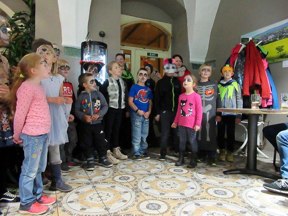 Žáci ZŠ Na rovině slavili svátek mrtvých.