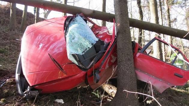 Dopravní nehoda u Ostrova na Lanškrounsku.