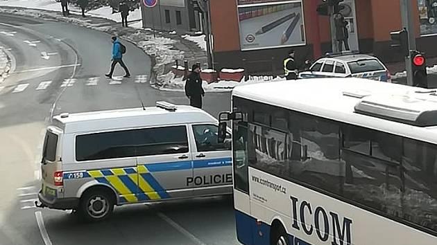 V České Třebové zasahují policisté i záchranáři.