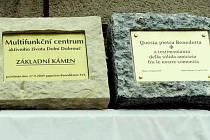 Multifunkční centrum v Dolní Dobrouči má dva základní kameny.