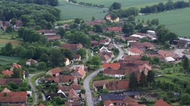 Obec Stradouň.