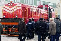 Novou modernizovanou lokomotivu ČME3 měli možnost Bělorusové poprvé vidět koncem loňského roku v železničních opravnách Lida, kde přestavba probíhala. Jak ukazuje snímek, zájem byl velký.