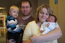 Dominik Sejtko, tak pojmenovali syna Veronika a Marek Sejtkovi z Dolní Dobrouče. Při narození 8. 12. ve 20.06 hodin vážil 3,15 kg. Doma na něj čeká i bráška Štěpán.