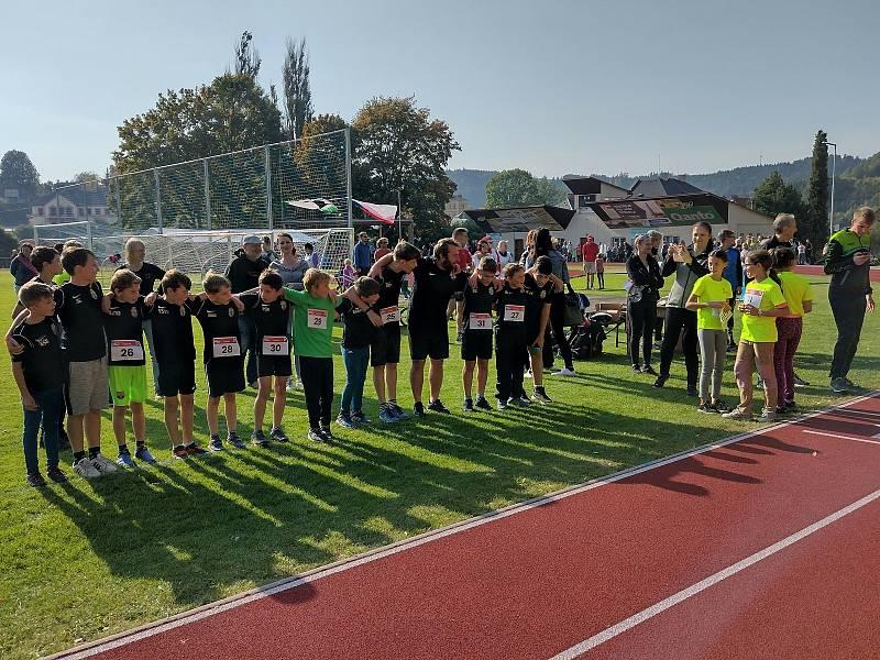 V Jablonném se zpožděním oslavili výstavbu nové běžecké dráhy.