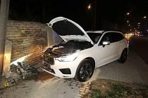 Havárie osobního automobilu v centru Vysokého Mýta.