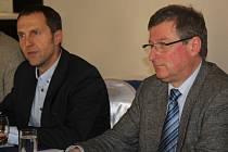Starosta Jiří Dytrt s ředitelem Bühleru Jiřím Appeltauerem.