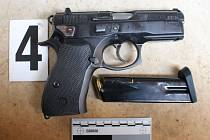 Zbraň, která byla odcizena z auta v Chocni.