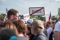 Na největší demonstraci od roku 1989 v Praze na Letné se sešly stovky tisíc lidí.