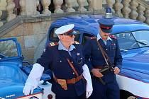 Spanila jízda vedla také přes Masarykovo náměstí v Žamberku, kam se přišel podívat také starosta města Oldřich Jedlička. Foto: Město Žamberk