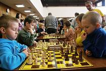 Boj o 1. místo v kategorii do osmi let mezi Matějem Kobrem (vlevo) a Karlem Brožkou.