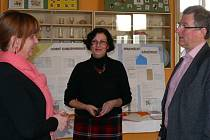 Ředitelka Střední školy obchodu, řemesel a služeb Zuzana Pecháčková s ředitelem Bühler CZ Jiřím Appeltauerem.