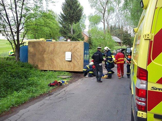 Z dopravní nehody v Hnátnici.