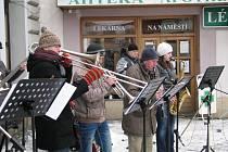 Silvestrovská veselice na náměstí v Chocni.