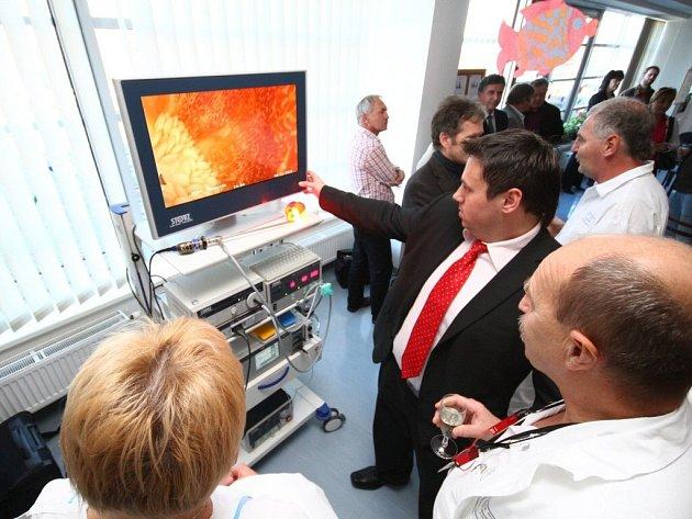 Ze slavnostního předání nové laparoskopické věže v Orlickoústecké nemocnici.