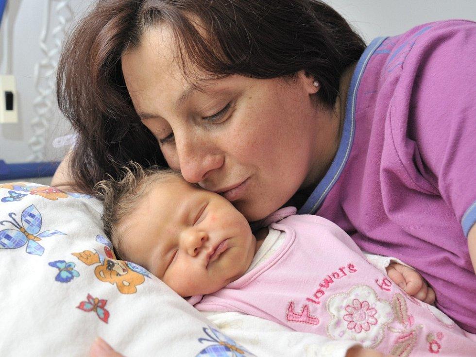 Ella Kubíková je po Dominikovi druhým potomkem manželů Zdeny a Radka z Vysokého Mýta. Narodila se 1. června ve 2.36 s hmotností 3,3 kg.