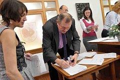 Česko-polský projekt Singletrack Glacensis původně podepsala tři česká města, svazek měst a obcí a osm polských gmin.