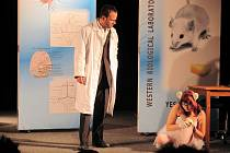 Z představení Vo tom mi nemluv divadelního souboru Škeble.