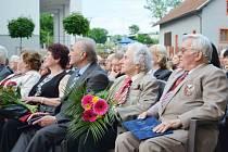 Manželé Jaromír a Luděk Hradeckých přebírali ocenění za celoživotní práci s mládeží v tělovýchově a znovuobnovení Sokola v Letohradu.