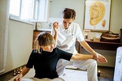 Klára Krňávková se  stala expertkou na tradiční čínskou medicínu a bioenergetickou akupunkturu.