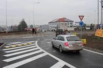 Nová okružní křižovatka na silnici I/35 ve Vysokém Mýtě.