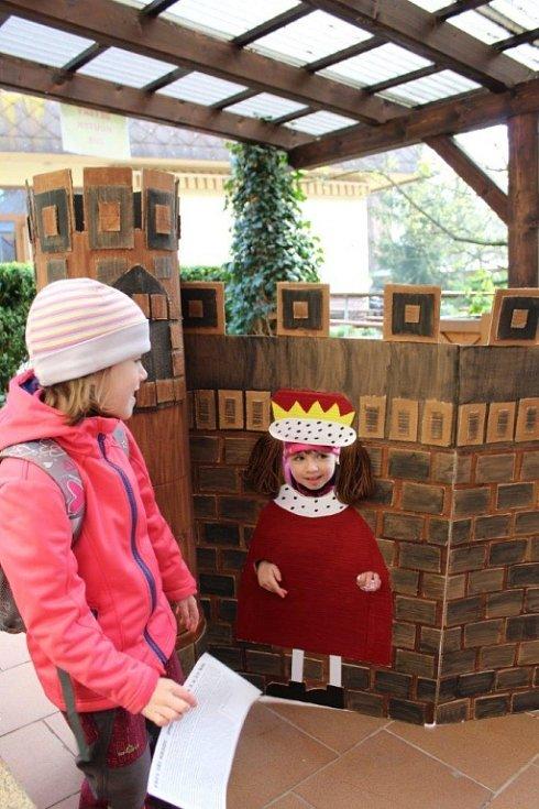 Pochod Přes tři hrady - Domov pod hradem Žampach.
