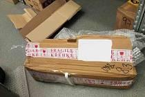 Na poště explodoval balík s dvoulitrovou talkovou lahví.