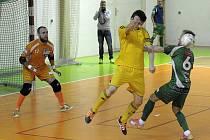 Nejzbach (ve žlutém) zdemoloval hru Krokodýlu Brno.