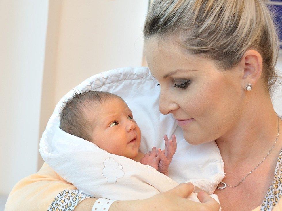 Natália Kühnertová, tak se jmenuje dcera Aleny a Tomáše z Lanškrouna. Světlo světa spatřila 24. 9. ve 12.06 hodin, kdy vážila 2,990 kg.