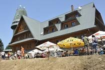 Na Suchém vrchu byla znou otevřena Kramářova chata.