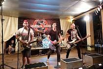 Na festivalu Domova pod hradem Žampach zazněl i energický rock kapely ZakázanÝovoce.