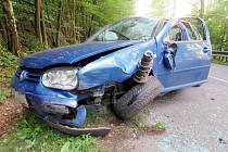 Havárie osobního automobilu mezi Dolní Dobroučí a Lanšperkem.