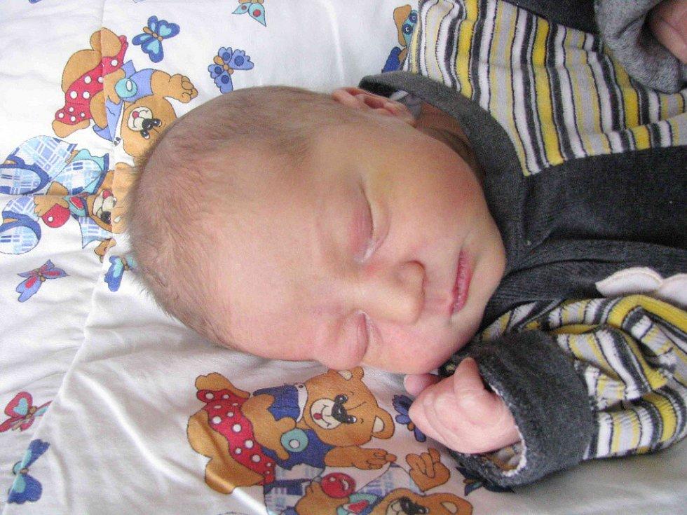 Mikuláš Hájek, tak se jmenuje chlapec narozený 27. 3.  v Nemocnici Šumperk. Doma je v Králíkách.